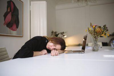 Nem csak az ágyban mutatkozik meg az alvászavar hatása